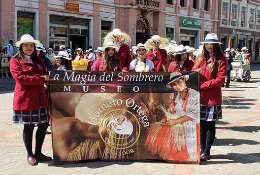 Participación en el desfile por el Día de los Museos, en la ciudad de Cuenca.